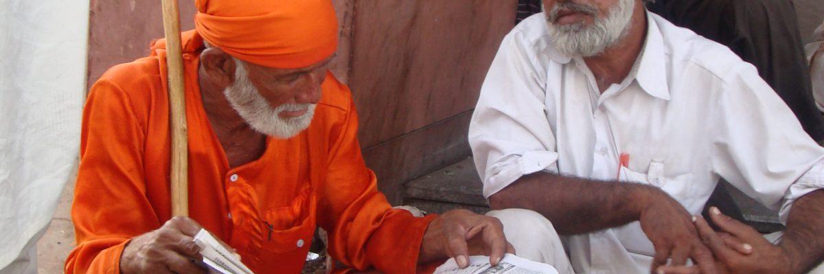 Hare Krishna mit Sikh in New Delhi